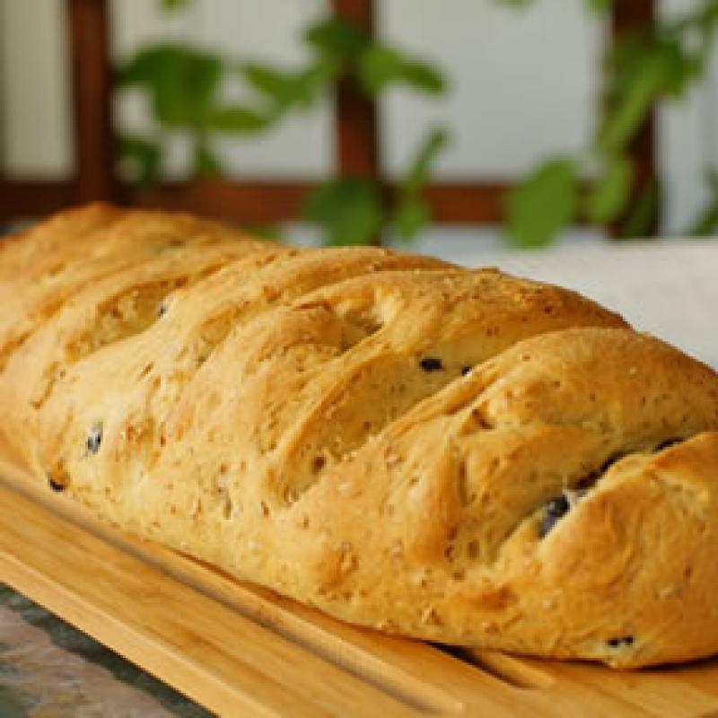 Chleb pszenny podłużny z oliwą i oliwkami